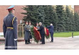 Венок от посольства Беларуси в честь Дня Победы возложен к Могиле